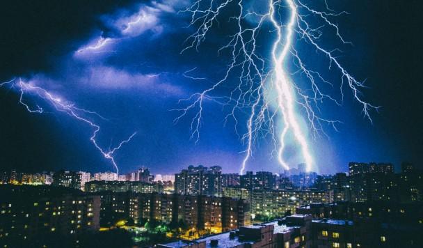 Нейросеть научилась предсказывать время и место удара молнии