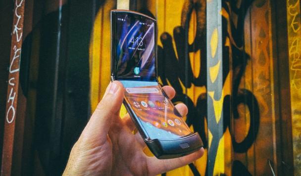 """Motorola Razr 2019: Первые впечатления от """"раскладушки"""" нового поколения"""