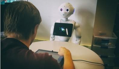 Исследование: Насмешки от роботов могут деморализовать человека