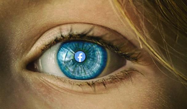"""Правозащитники: """"Наблюдение со стороны Facebook и Google - посягательство на приватность"""""""