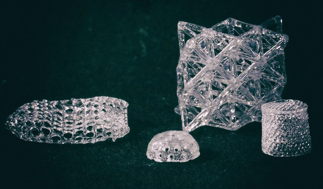 Новый способ 3D-печати позволяет создавать невозможные фигуры из стекла