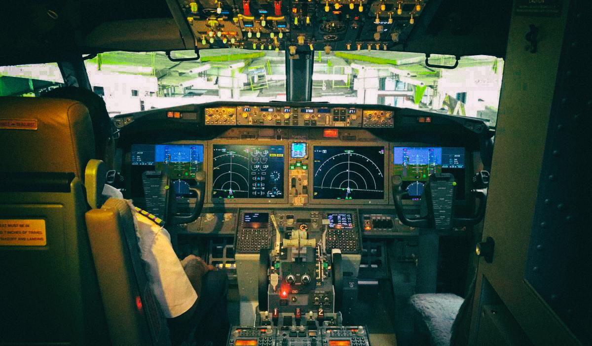 Баг в софте Boeing 737 отключает все экраны в кабине пилота