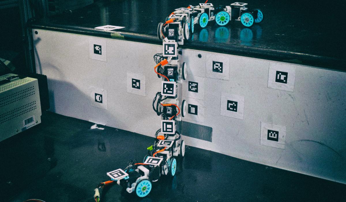 Змееподобный робот научился преодолевать высокие препятствия