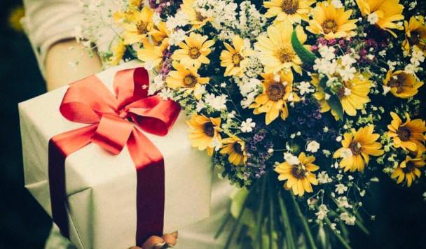 Советы для мужчин: что дарить женщинам на 8 марта