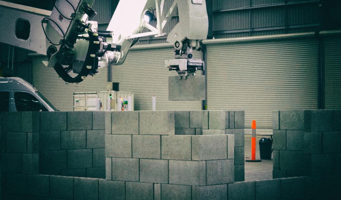 Представлен робот-каменщик, который строит стены с огромной скоростью