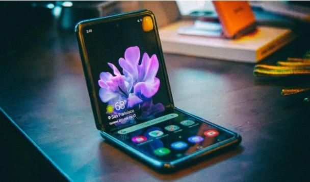 Новый складной смартфон от Samsung показали в слитом видео