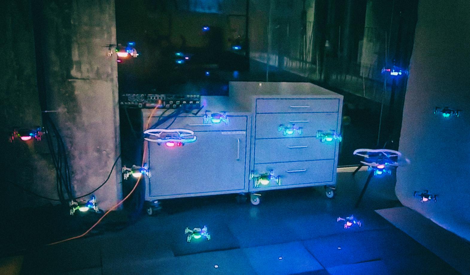 Искусственный интеллект научился управлять роями дронов