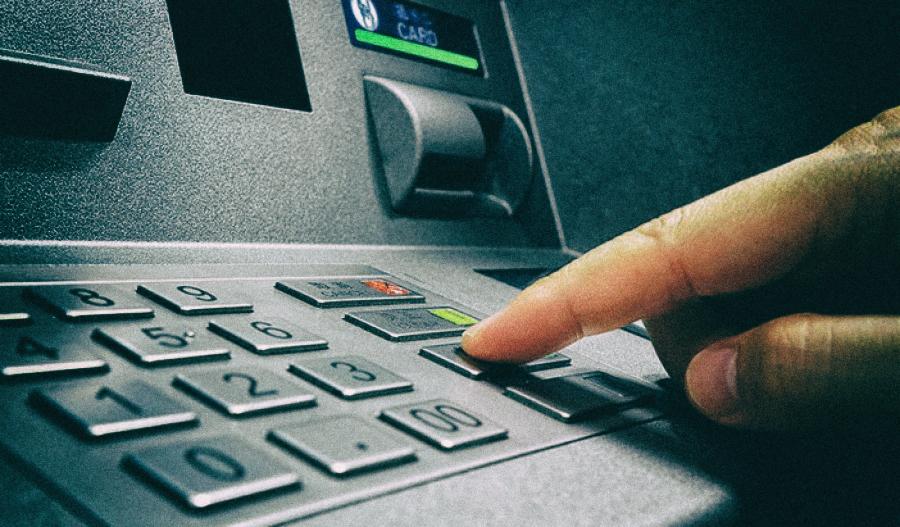 Хакеры придумали, как заставить банкомат плеваться деньгами
