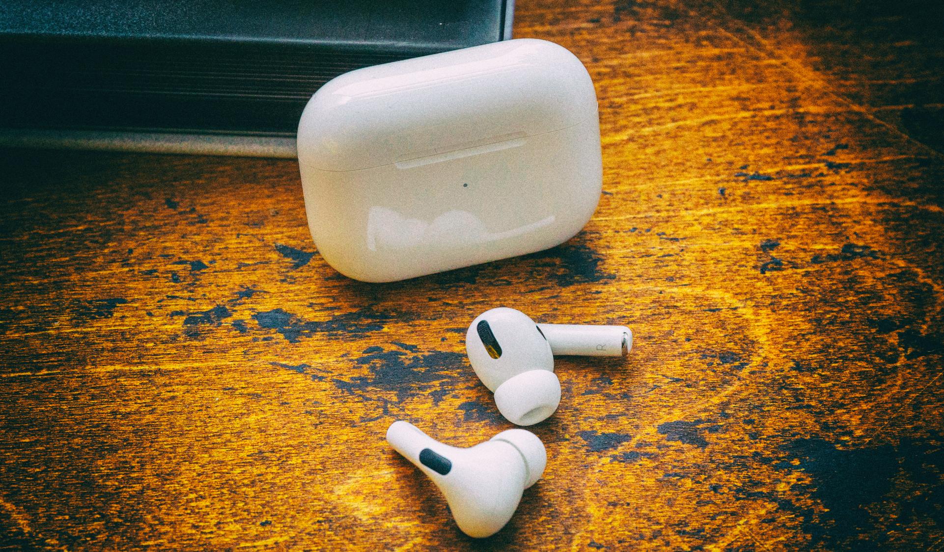 """Apple запатентовала наушники с функцией """"самосознания"""""""