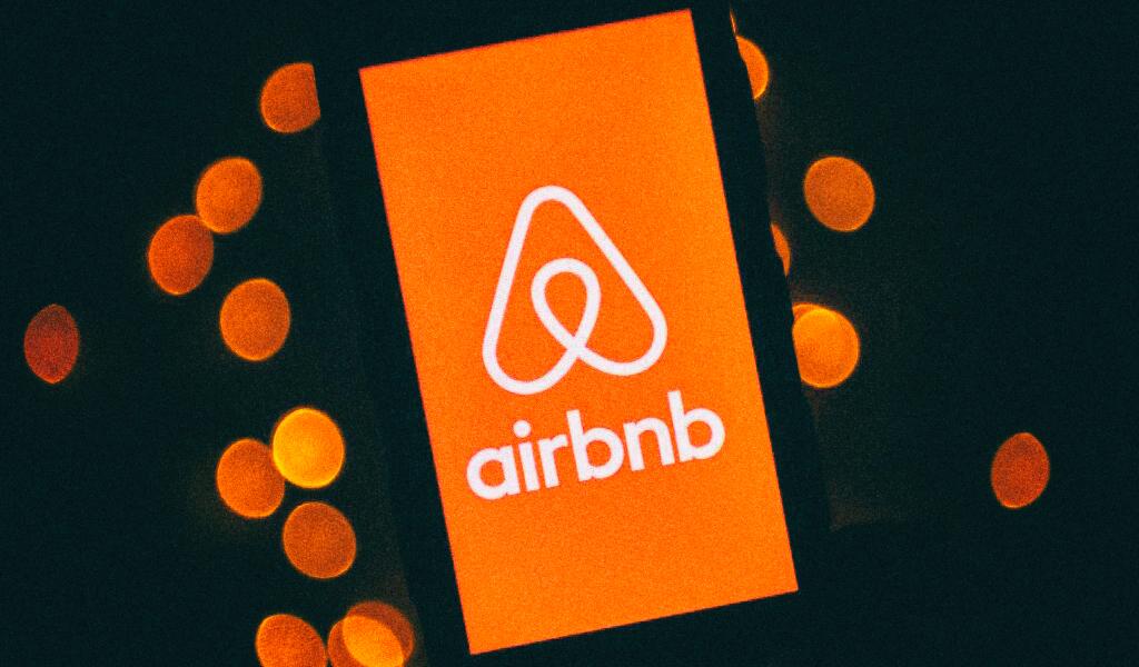 Airbnb считает людей младше 25 безответственными, а старше 25 - скучными