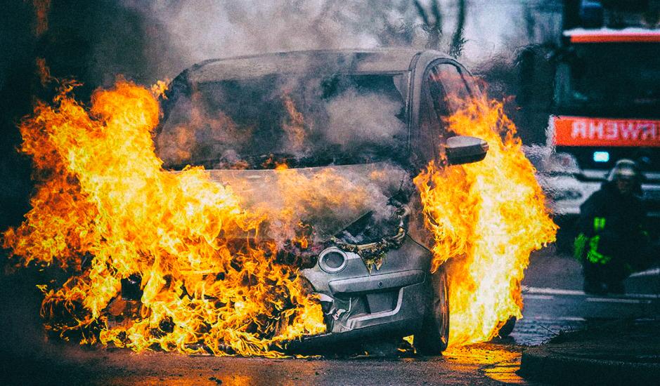 Насколько опасны горящие электромобили?