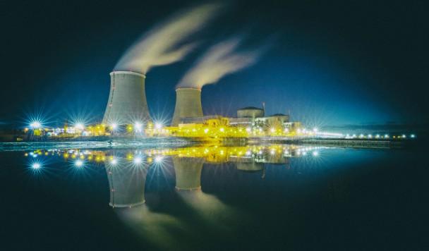 Майнинг биткоинов потребляет столько же энергии, сколько вырабатывают семь атомных электростанций