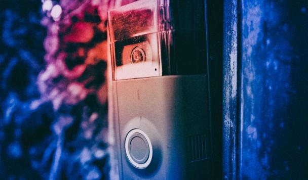 Преступники используют умные дверные звонки для слежки за полицией