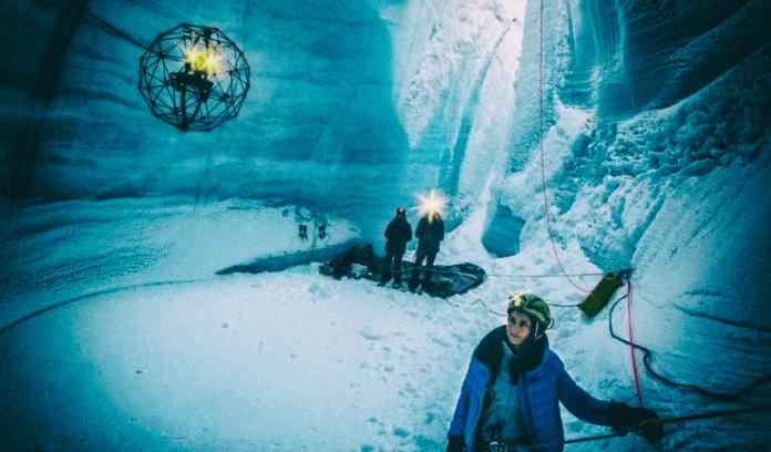 Необычный дрон помогает изучать ледяные пещеры Гренландии