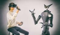 Робот-аватар раскладывает товар по полкам японского магазина