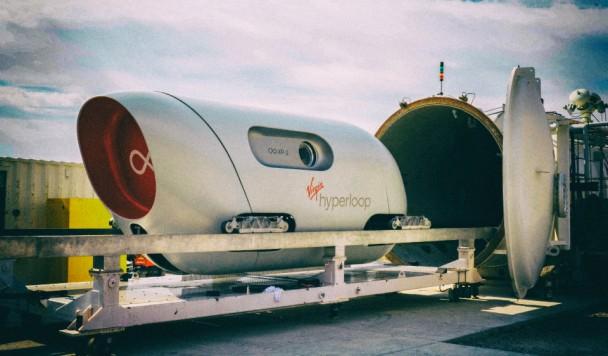 Первое испытание Hyperloop с живыми пассажирами прошло успешно