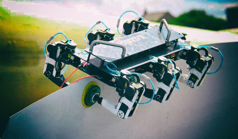 Представлен робот, способный ползать по лопастям ветряных электростанций