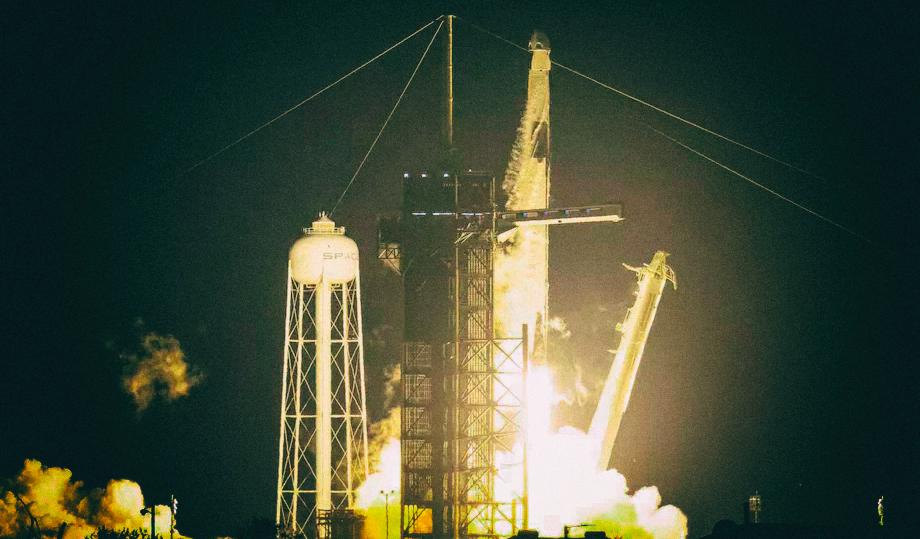 Состоялся первый эксплуатационный запуск космического корабля SpaceX Crew Dragon