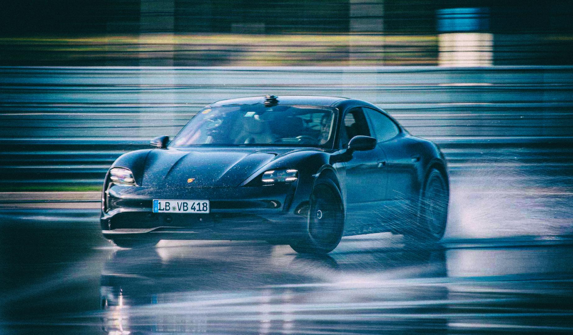 Электромобиль Porsche Taycan установил рекорд по продолжительности дрифта