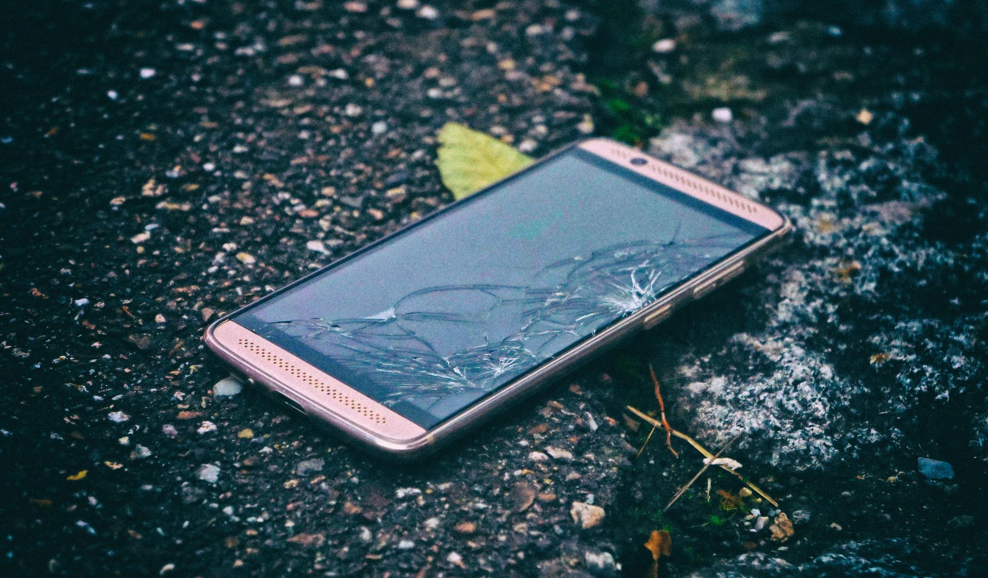 Новый материал позволит смартфонам лечить повреждения