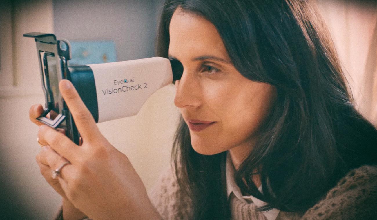 Аксессуар для смартфона позволяет тестировать зрение на дому