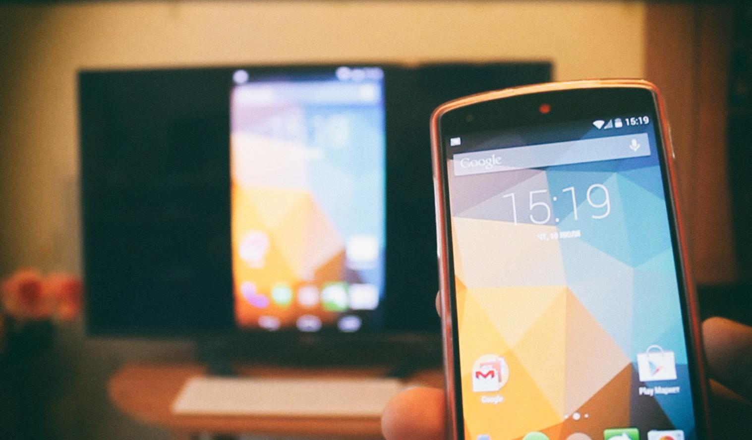 Как подключить телефон к телевизору — простые алгоритмы