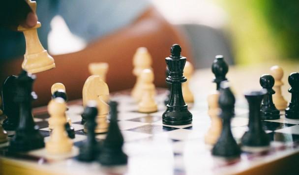Этот искусственный интеллект играет в шахматы как человек, а не как машина