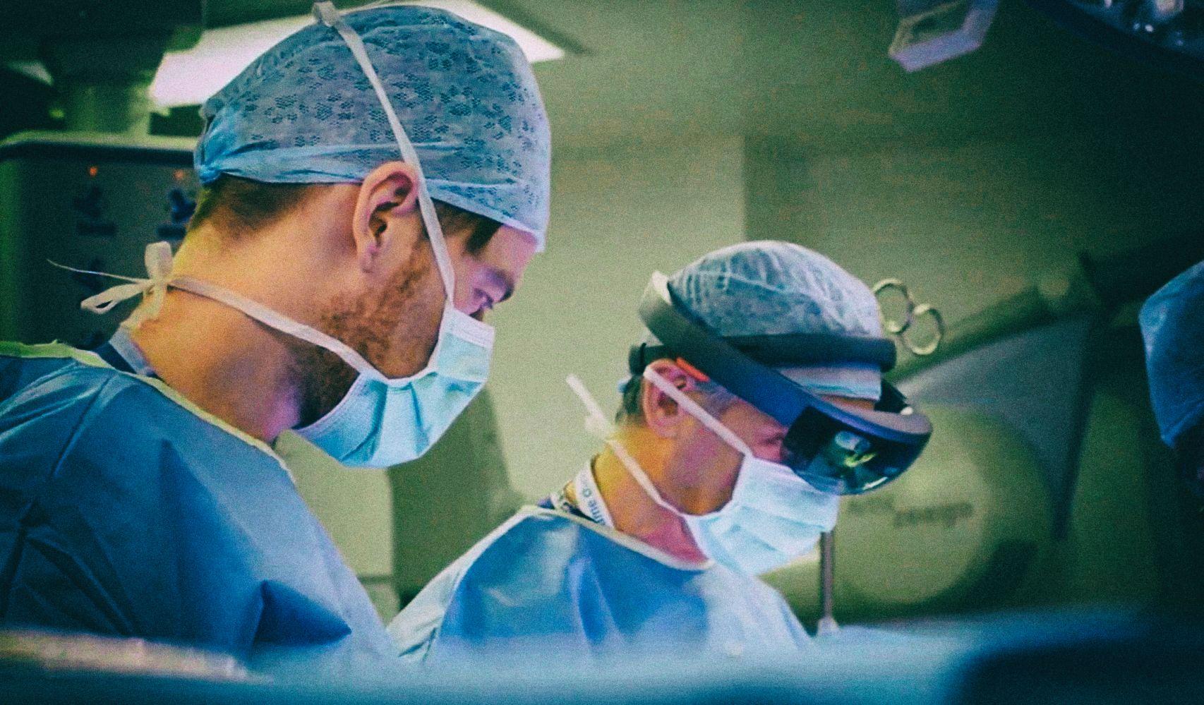 Украинский хирург провел операцию в дополненной реальности