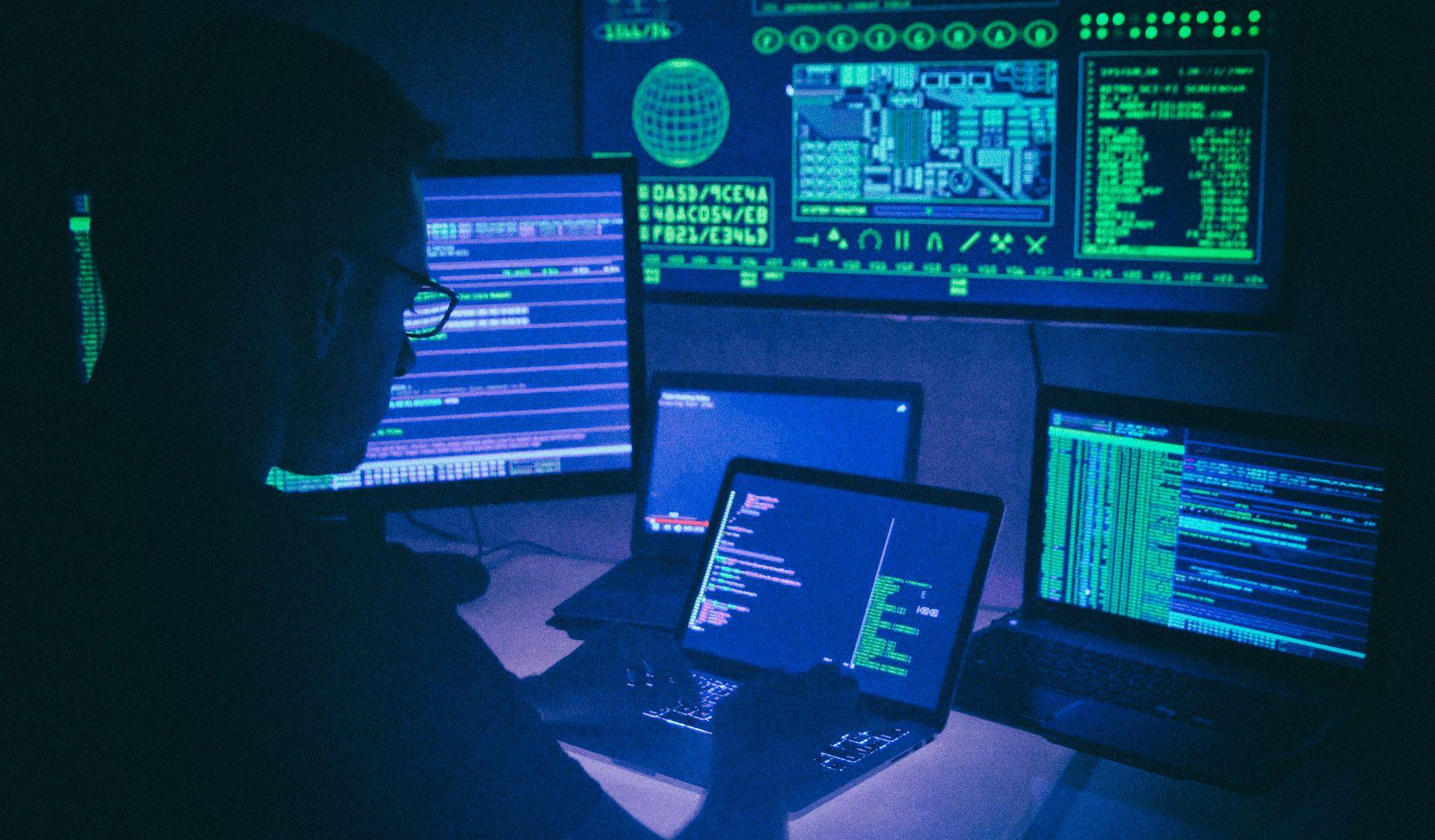 """""""Белый"""" хакер взломал 35 крупнейших технологических компаний мира"""