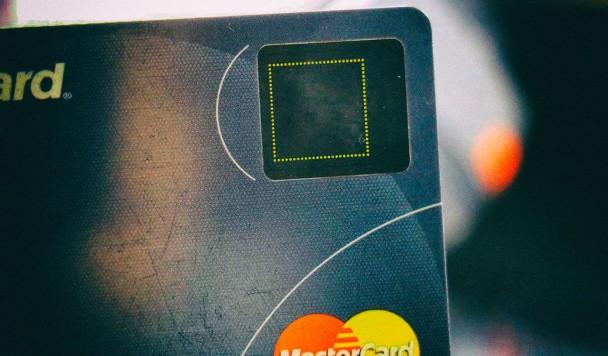 Samsung и Mastercard работают над платежной картой со сканером отпечатков