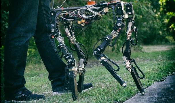 Создан четвероногий робот, умеющий менять длину своих ног
