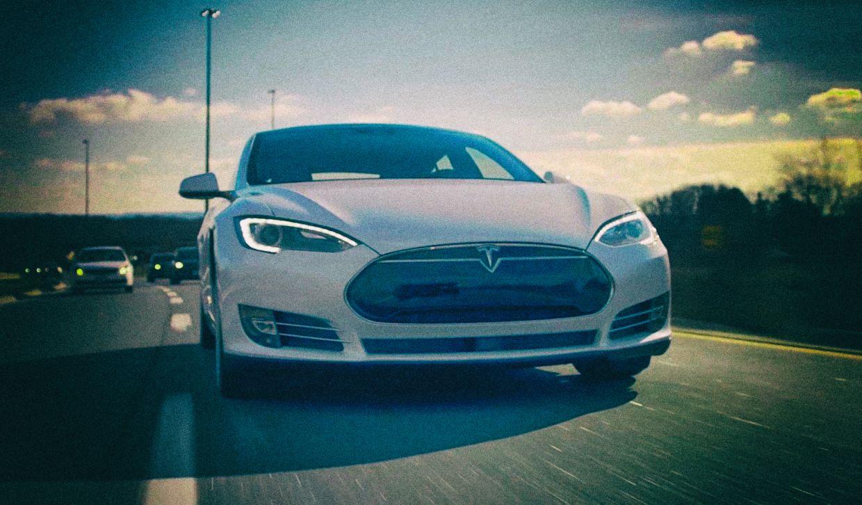Китайские военные запретили Tesla
