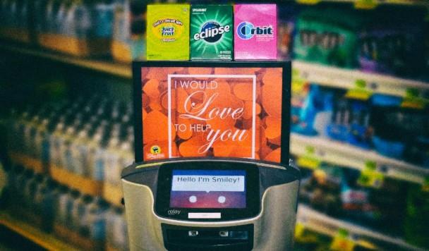 Создатели M&M's разработали робота для преследования клиентов в магазинах