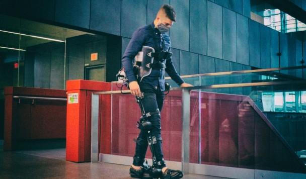 Экзоскелет с искусственным интеллектом возвращает людям способность ходить