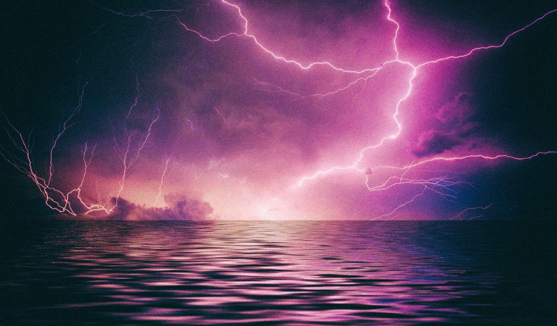 """Ученые: """"Жизнь на Земле зародилась благодаря молниям"""""""