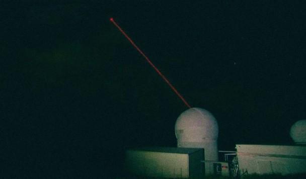 Австралийцы будут сбивать космический мусор мощным лазером
