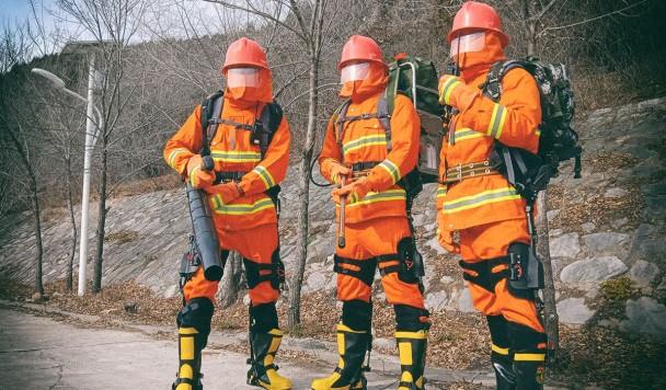 Китайские пожарные вооружились силовыми экзоскелетами