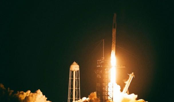 SpaceX успешно отправила на орбиту еще четверых космонавтов