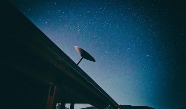SpaceX может отключить вам интернет Starlink за скачивание пиратских фильмов