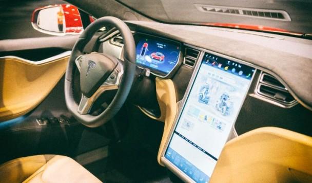 Хакеры взломали машину Tesla при помощи дрона