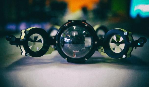 Первый беспроводной подводный дрон управляется при помощи света