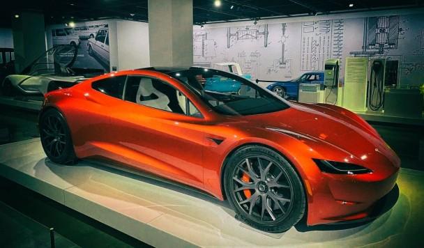 Новая Tesla Roadster получит космические двигатели SpaceX
