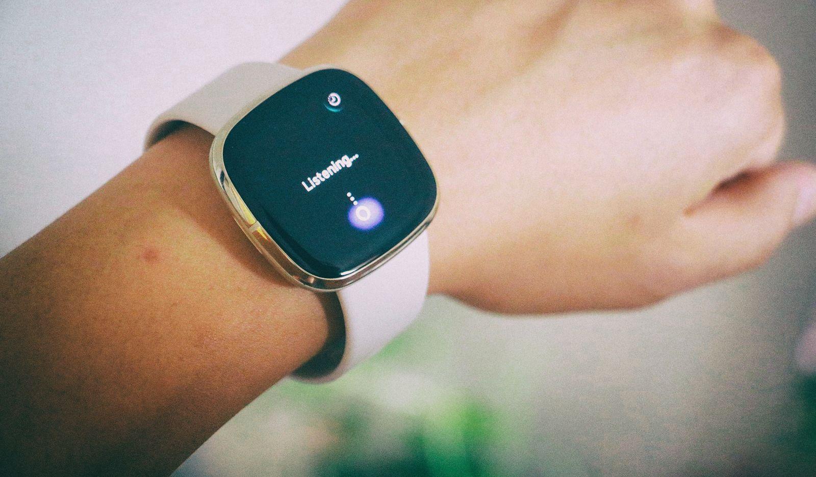 Гаджеты Fitbit скоро смогут отслеживать ваш храп