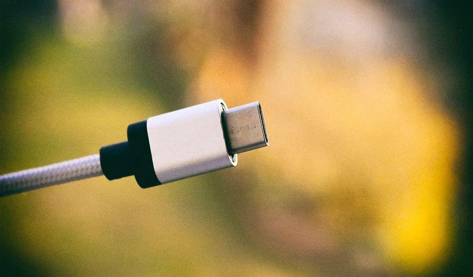 USB Type-C версии 2.1 сможет заряжать гаджеты на мощности до 240 Ватт