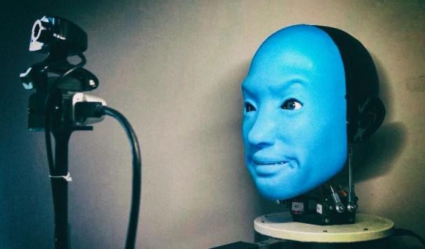 Создан робот, который распознаёт и копирует человеческую мимику