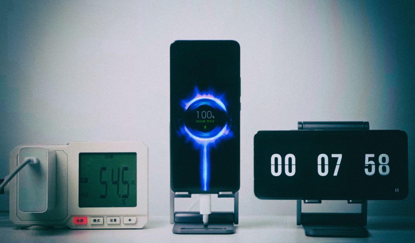 Xiaomi представила технологию «гиперзарядки» телефона от 0 до 100% за 8 минут