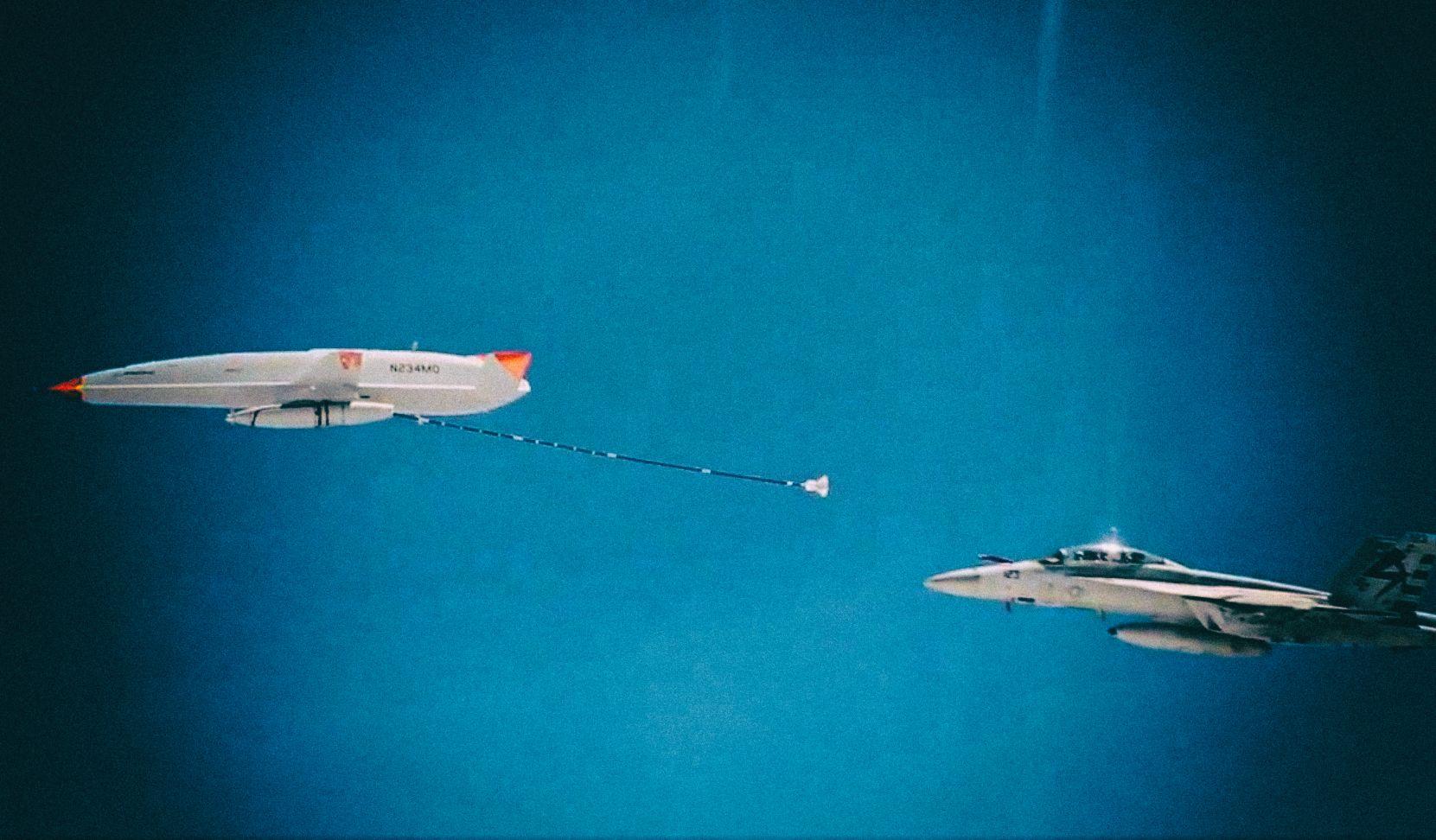 Военные впервые использовали дрон для дозаправки в воздухе