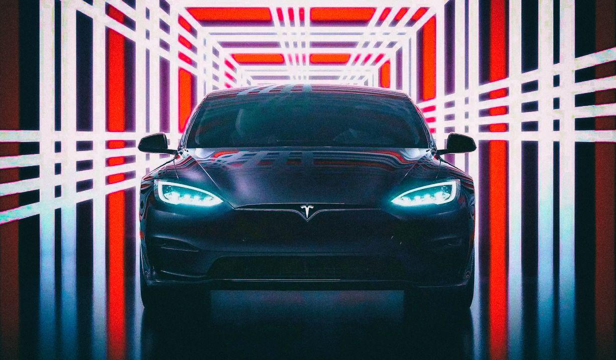 Tesla Model S Plaid стала самым быстрым серийным автомобилем в истории
