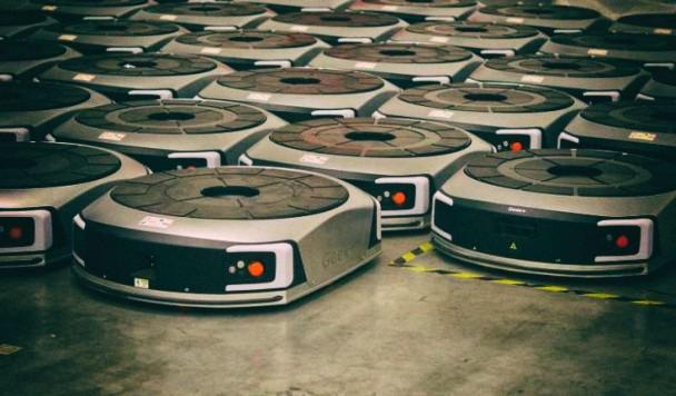 Рои роботов-грузчиков становятся умнее по мере выполнения работы
