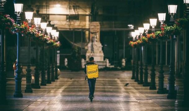 Сервис доставки Glovo будет работать в больших городах круглосуточно